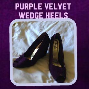 🦄Deep purple wedge velvet sandals🦄